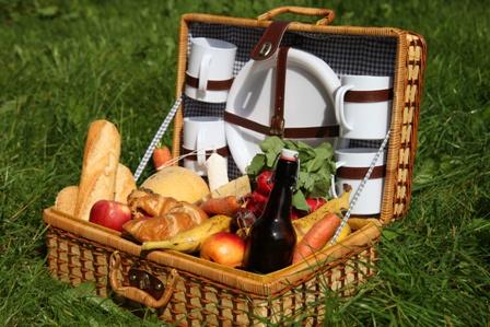 ピクニックに持って行きたいバスケット
